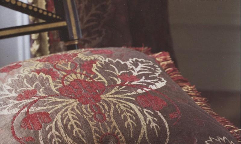 Fabric houses GP & J Baker/Zoffany-cushion