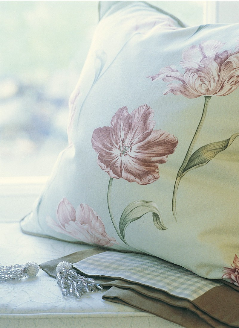 Sanderson fabrics, Tulips fabrics, styling Rebecca de Boehmler