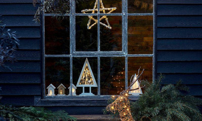 Dobbies christmas lighting wood cabin